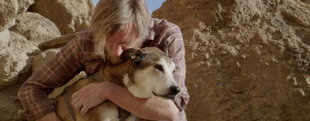 Itkuvaroitus! Valokuvaaja teki edesmenneen koiransa kunniaksi koskettavan lyhytelokuvan